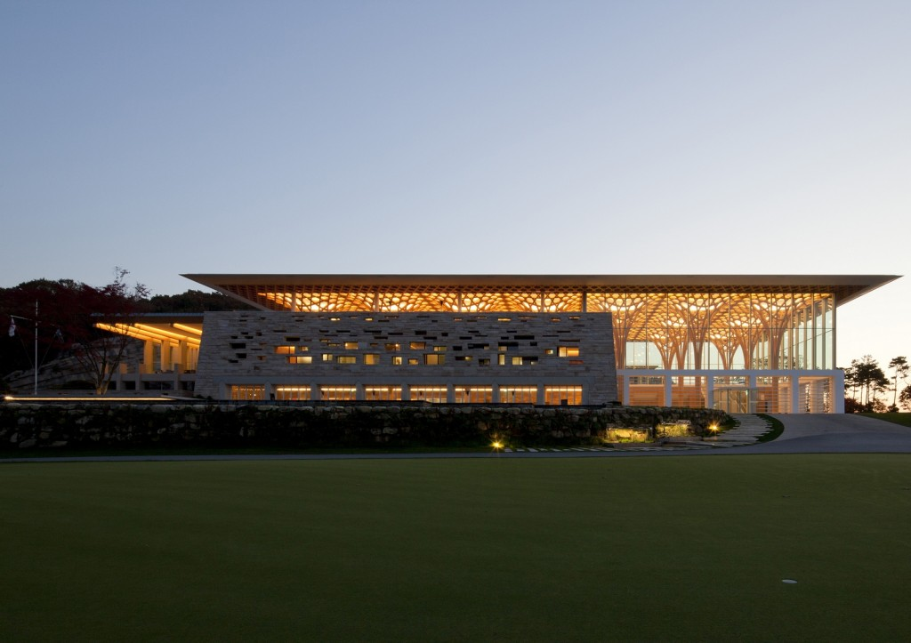 Shigeru-Ban-Nine-Bridges-Golf-Club-01